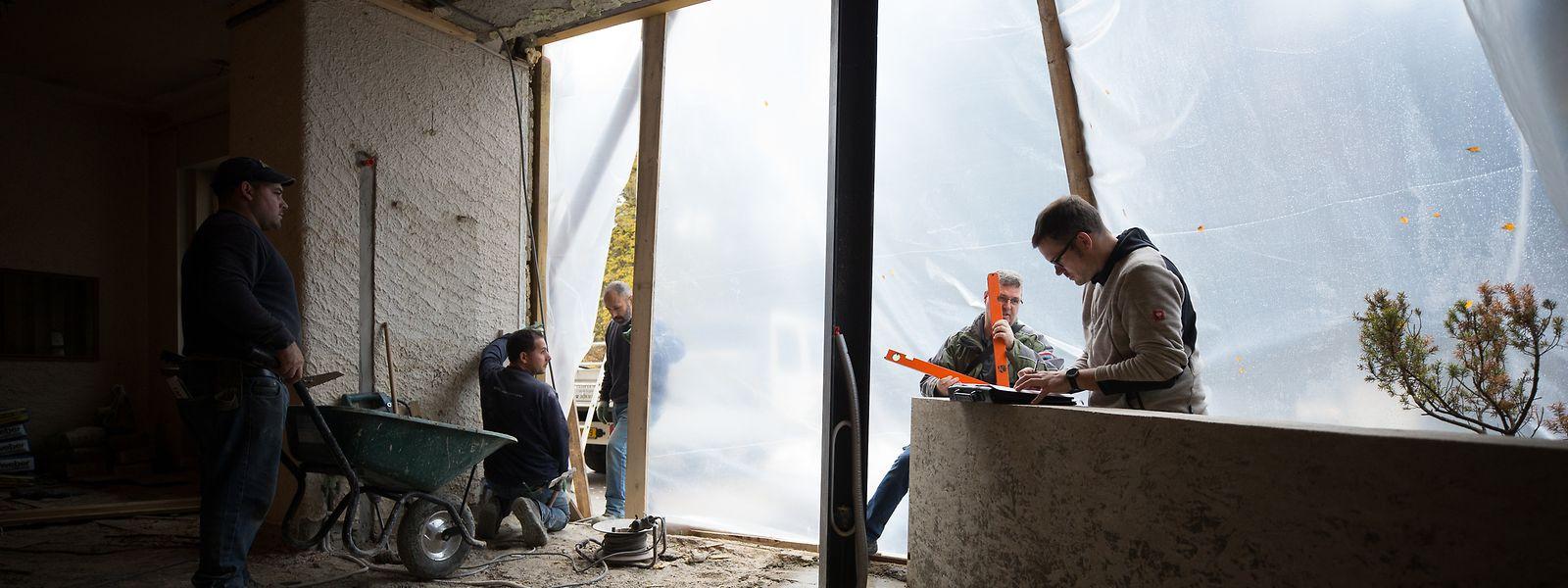 Nach dem Hochwasser sitzen Betroffene auf hohen Kosten. Die drängende Frage lautet: Was zahlt die Versicherung?
