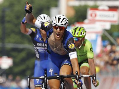 Matteo Trentin est fou de joie après avoir berné Moser dans les derniers mètres.