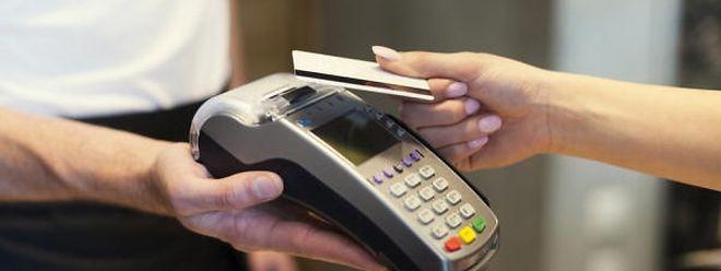 Vorsicht bei kontaktlosem Zahlen mit der Kreditkarte.