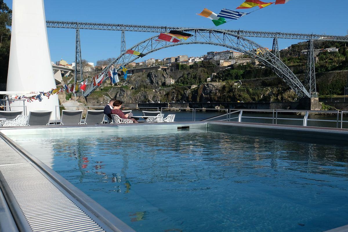 """Auf dem Oberdeck der """"MS Amália Rodrigues"""", die auf dem Douro zwischen Porto und der spanischen Grenze pendelt, befindet sich ein Pool, der diesen Namen wirklich verdient."""