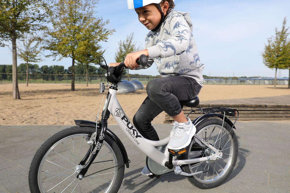 Das Fahrrad passt und der Helm sitzt: dann kann der Fahrspaß ja beginnen.