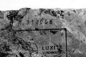 Außer bei der Sprengfalle in Asselscheuerhof wurde bei der gesamten Bommeleeër-Serie Luxite-Sprengstoff verwendet. Deutlich ist bei dieser Stange die Seriennummer 313008 zu erkennen.