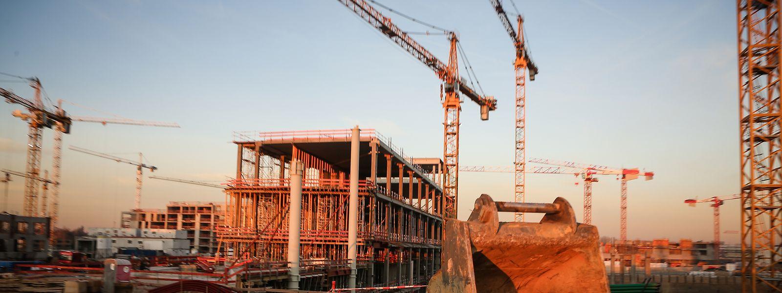 Auf den Baustellen in Luxemburg herrscht Stillstand. Noch ist nicht bekannt, wann die Arbeiten wieder aufgenommen werden können.