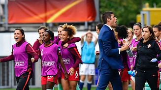 Portugal's head coach Francisco Neto (2nd R) celebrates with his team players  at the end of the UEFA Women's Euro 2017 football tournament between Scotland and Portugal at Stadium Sparta Rotterdam in Rotterdam on July 23, 2017. / AFP PHOTO / TOBIAS SCHWARZ