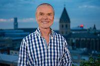 """WDR Fernsehen DOMIAN LIVE, am Freitag (08.11.19) um 23:30 Uhr. Jürgen Domian (Moderator) © WDR/Klaus Görgen, honorarfrei - Verwendung gemäß der AGB im engen inhaltlichen, redaktionellen Zusammenhang mit genannter WDR-Sendung bei Nennung """"Bild: WDR/Klaus Görgen"""" (S1+). WDR Kommunikation/Redaktion Bild, Köln, Tel: 0221/220 -7132 oder -7133, Fax: -777132, bildredaktion@wdr.de"""