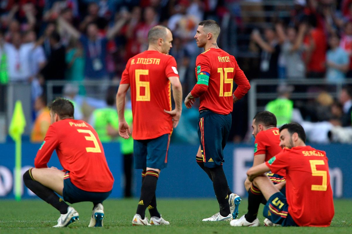 Spaniens Routiniers Gerard Piqué, Andres Iniesta und Sergio Ramos (v.l.n.r.) sind bitter enttäuscht.