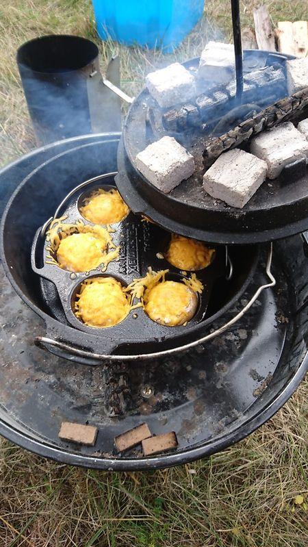 Die Hauptkomponente musste vom Schwenkgrill kommen, während die Beilage auf den Kohlen erhitzt werden durfte.