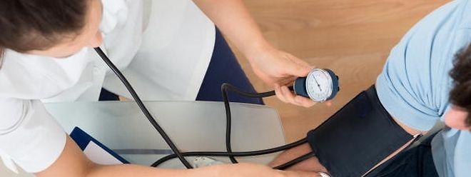 Ein gesundes Leben und regelmäßiger Sport tragen zu gesunden Blutdruckwerten bei.
