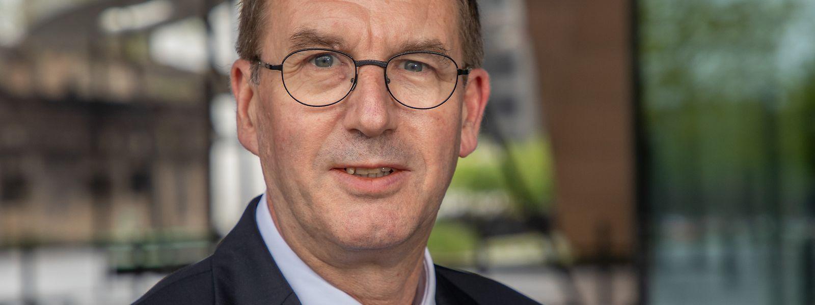 Gilbert Massard ist Professor für Herz-Thorax-Chirurgie und seit vielen Jahren am Universitätskrankenhaus Straßburg tätig.