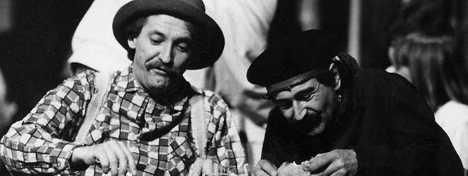 """Marc Faber (links), gemeinsam mit seinem Schauspielerkollegen René Pütz im Jahre 1986, im Rahmen der Theaterproduktion """"Knuppefreed""""."""