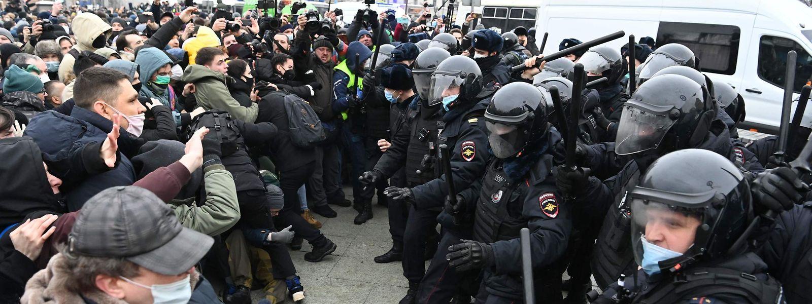 Zwischen 30.000 und 150.000 Menschen protestierten am Samstag für die Freilassung des russischen Oppositionellen Alexej Nawalny.