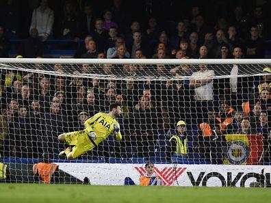 Eden Hazard vient de loger le ballon dans la lucarne de Hugo Lloris. Chelsea prend un point contre Tottenham et sacre Leicester.