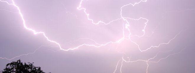Blitze, Donner, Regen: Für Freitag sind Unwetter angekündigt.