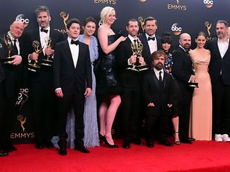 Cast & crew of 'Game of Thrones' pose with the Emmy for  Outstanding Drama Series, in the press room during the 68th Emmy Awards on September 18, 2016 at the Microsoft Theatre in Los Angeles.  / AFP PHOTO / FREDERIC J BROWN