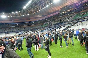 Deux explosions ont retenti autour du stade, au nord de Paris, pendant le match de football amical France-Allemagne.