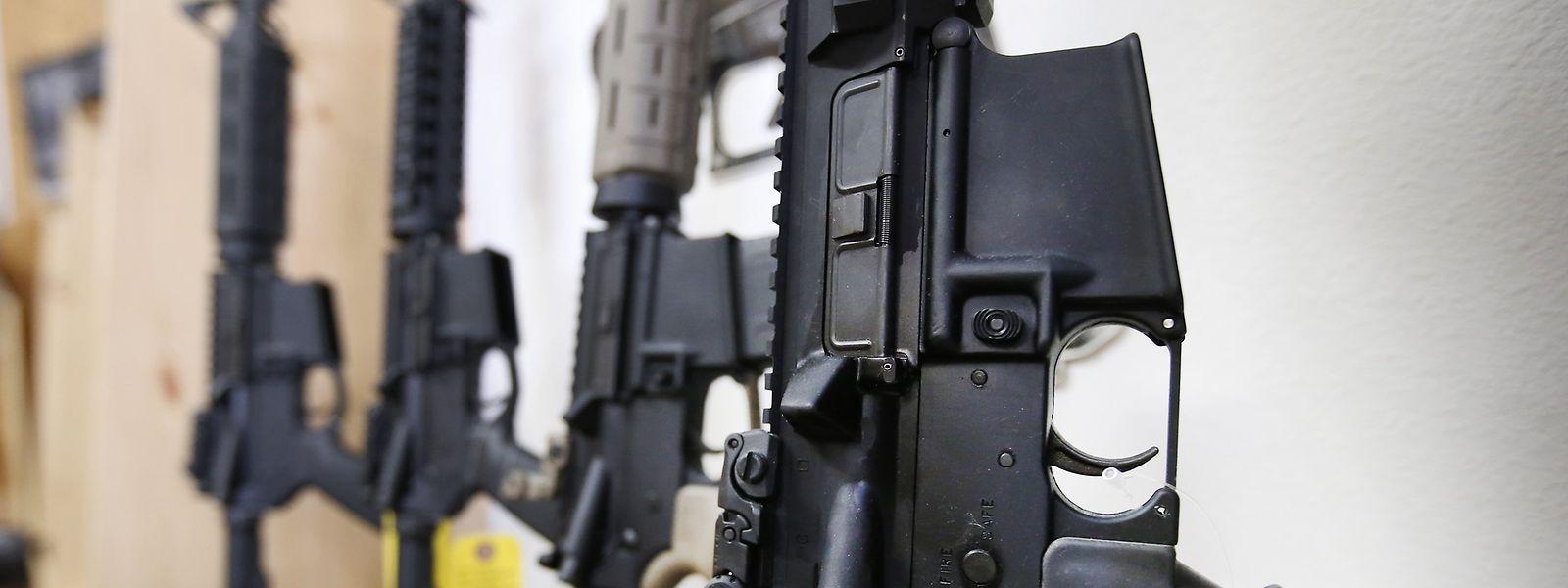Nach dem Massaker von Las Vegas stehen die lockeren Waffengesetze auch in den USA in der Kritik.