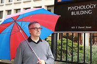 Wie es sich beim Namen Regenwetter gehört, kam beim Fotoshooting prompt ein Schauer. / Foto: Frank WEYRICH