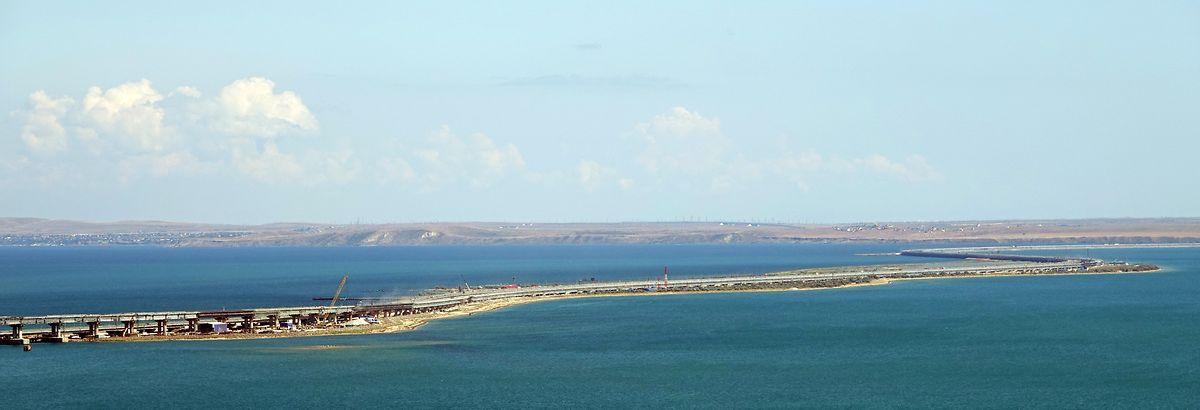Die Krim-Brücke erstreckt sich zwischen Kertsch auf der Krim-Halbinsel und dem russischen Festland.