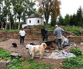 """Ein Besuch bei archäologischen Ausgrabungen auf """"der Përmesknupp"""" am 12.9.2019."""