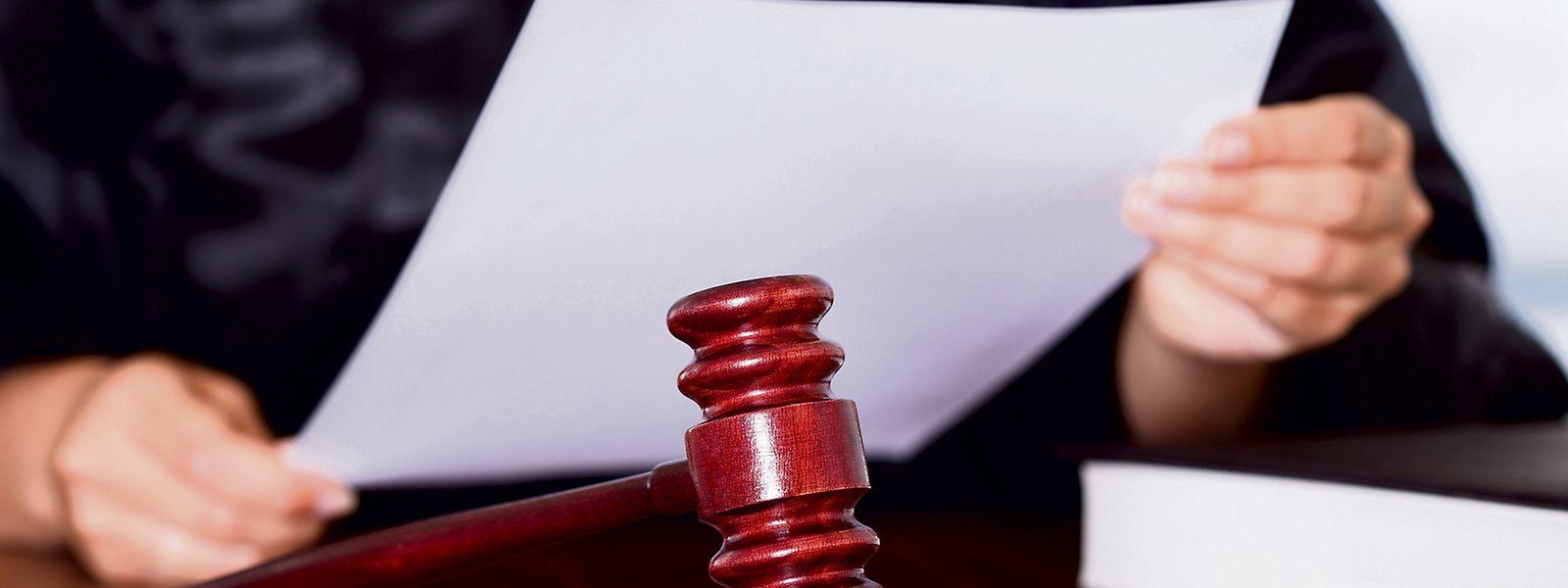 Wenn es einem Richter an Fachwissen mangelt, muss er einen Gutachter einsetzen.