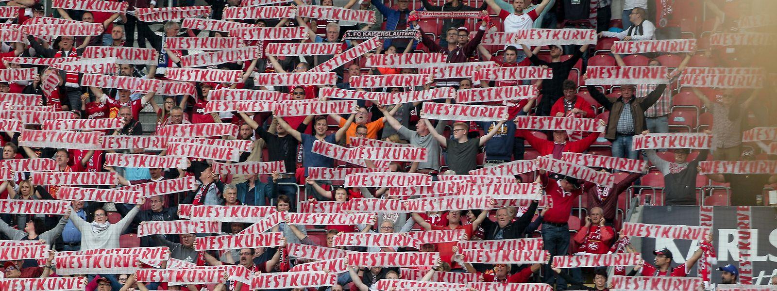 Wie ein Mann? In der Fankurve vielleicht... Hinter den Kulissen des 1. FC Kaiserslautern rumort es gewaltig