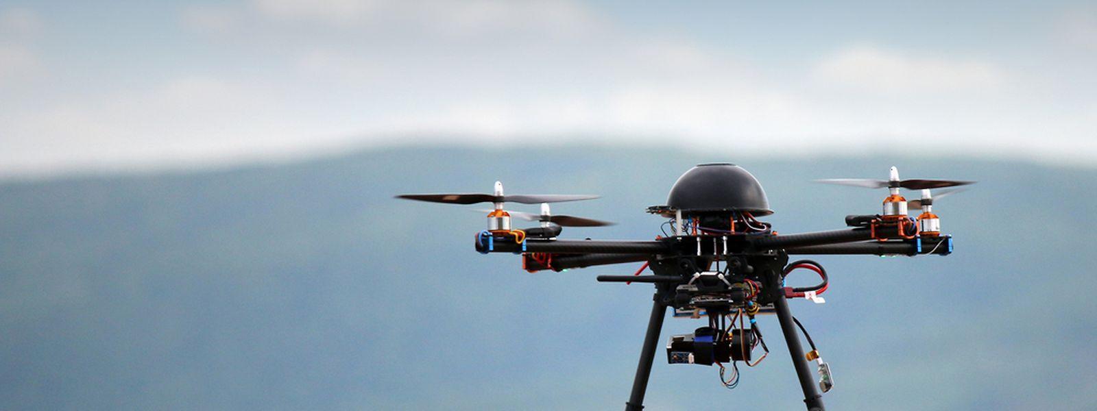 Bei den Drohnen handelt es sich laut Zeugenaussagen um solche Multikopter, wie sie im Handel erhältlich sind.