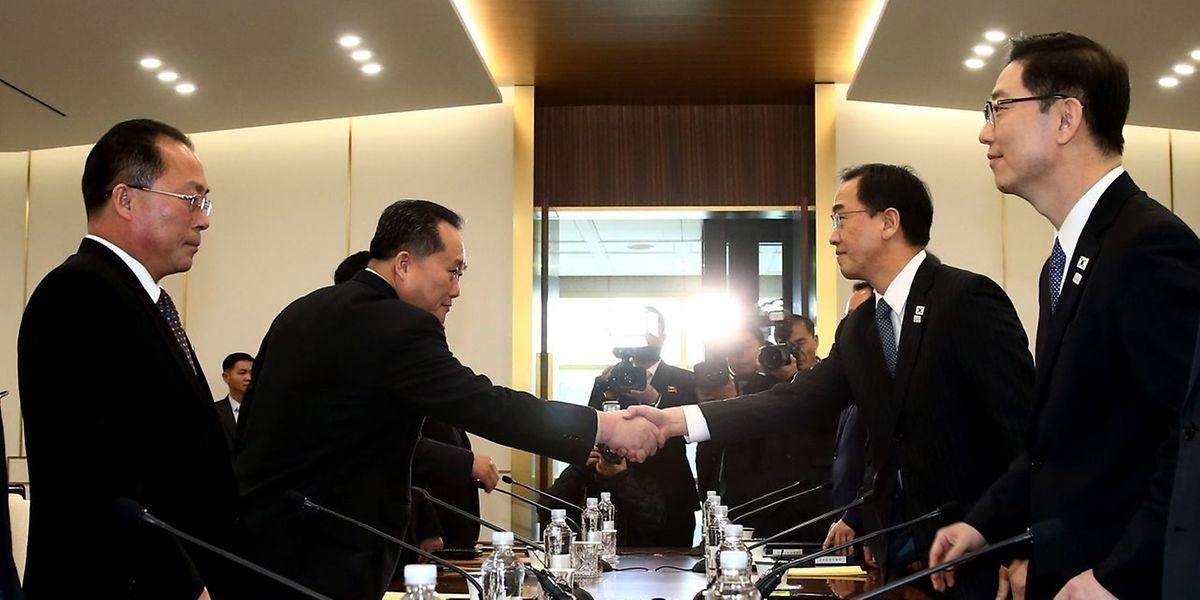 Die beiden Delegationen trafen sich auf der südkoreanischen Seite des Grenzorts Panmunjom.