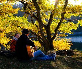 Romantische Herbststimmung am See