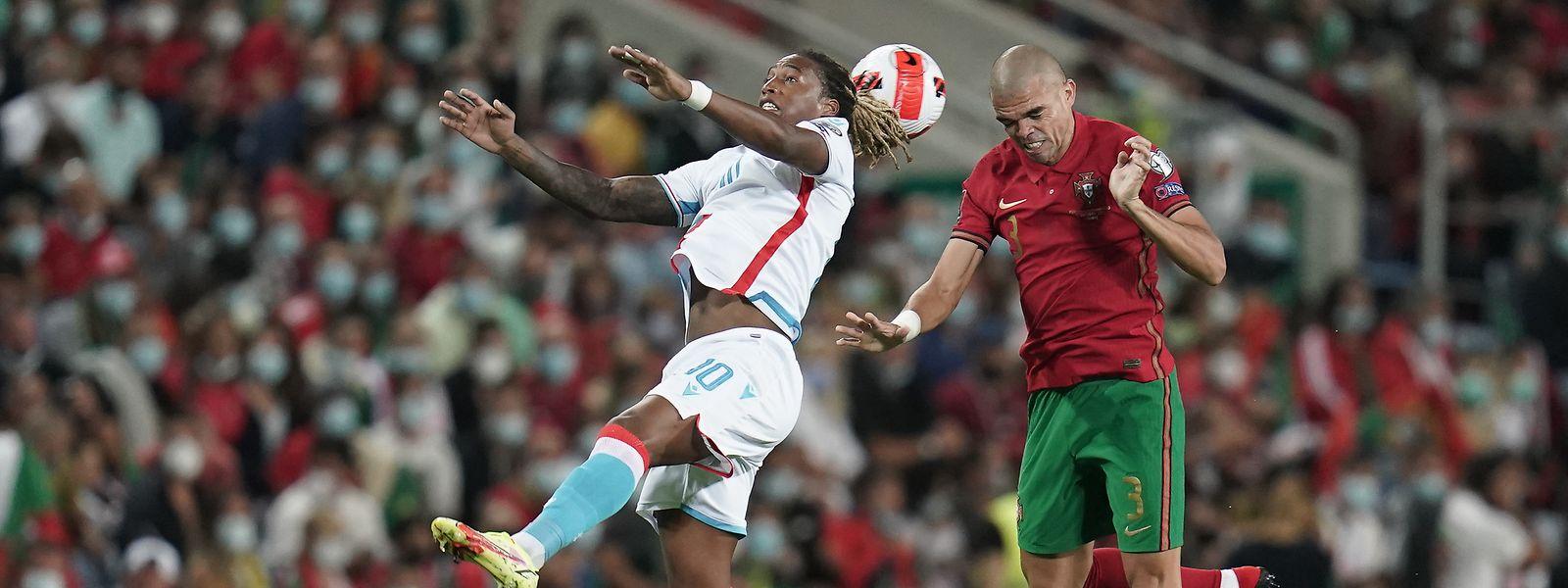 Gerson Rodrigues hat gegen den routinierten Innenverteidiger Pepe (r.) einen schweren Stand.
