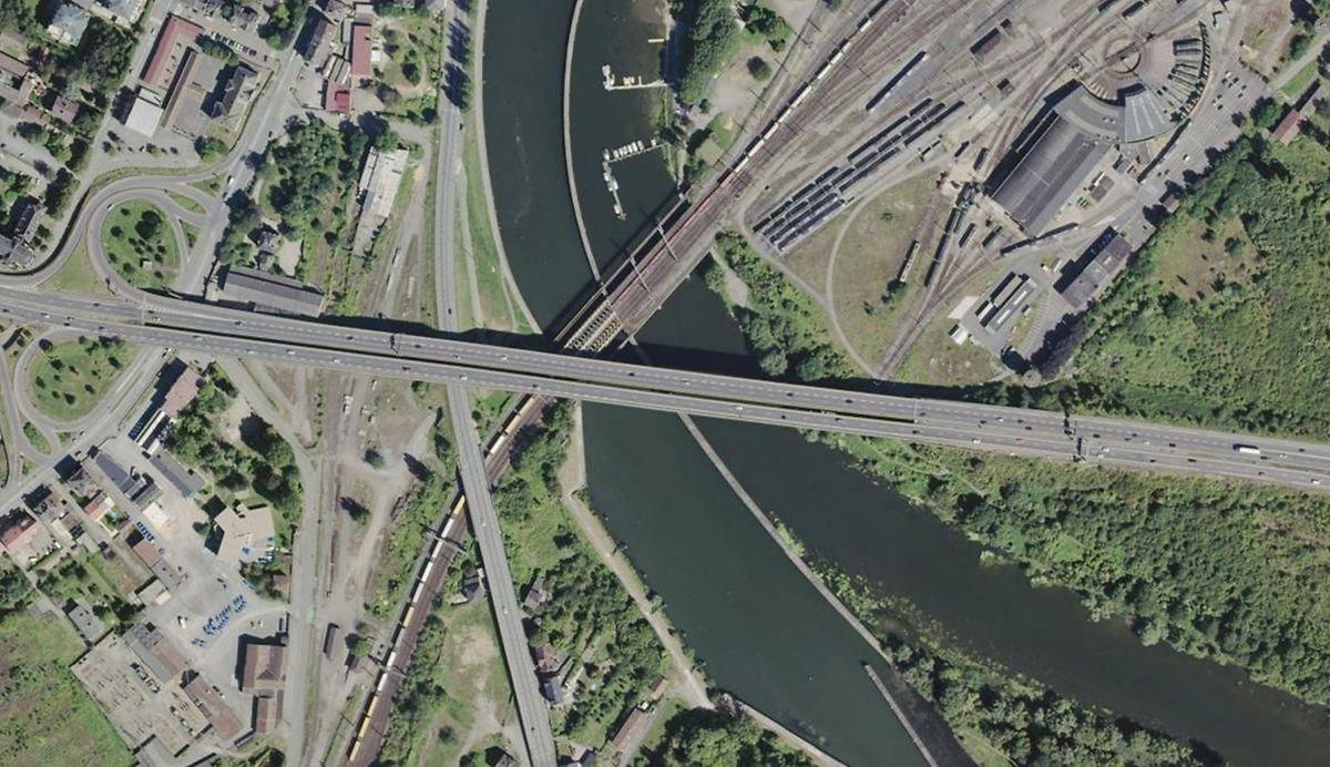 Le pont d'une quarantaine de mètres a presque 50 ans. Le lifting sera le bienvenu sur sa structure.