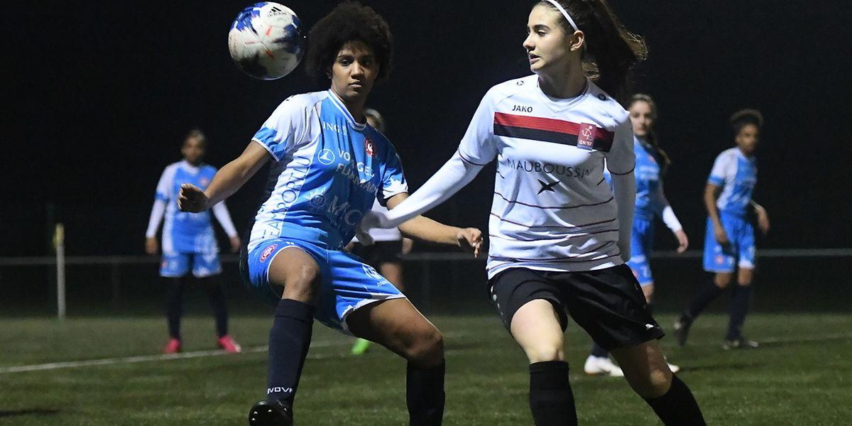Gioia Fiorucci (Käerjéng) convoite le ballon sous le regard de la Wiltzoise Liziane Silva.