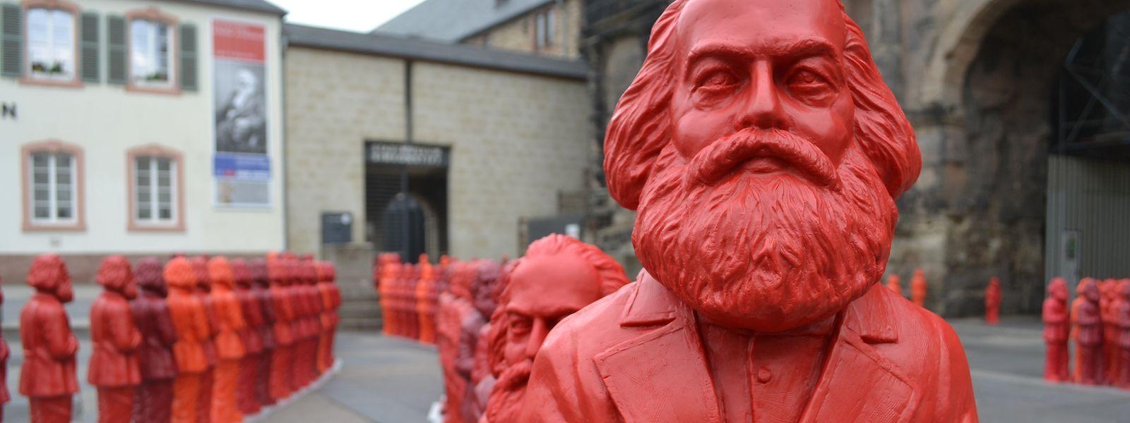 Aus Anlass des 195. Geburtstags sorgte 2013 eine Installation vor der Porta Nigra für Aufsehen: Die Bilder der von Ottmar Hörl geschaffenen Karl-Marx-Figuren gingen um die Welt.
