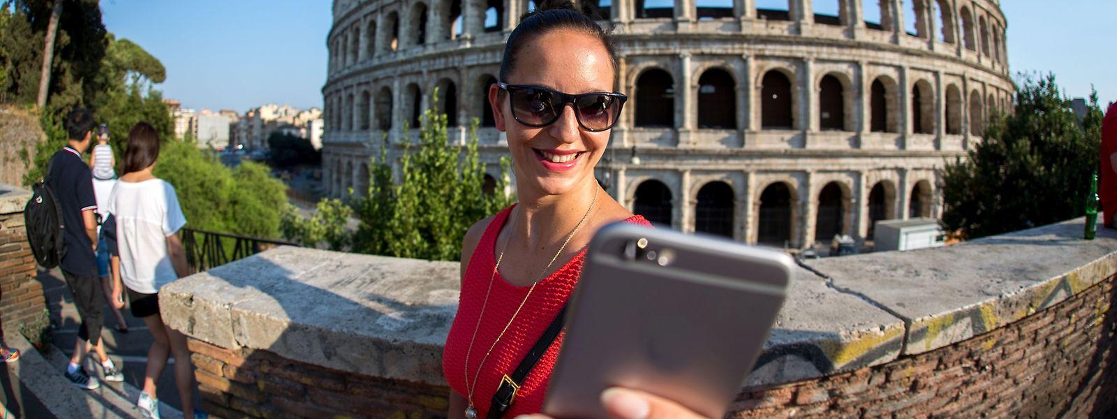 Urlauber und Geschäftsreisende müssen ab Mitte 2017 in der Regel keine Extragebühren für die Handynutzung in den übrigen Mitgliedsländern zahlen. Auch 2016 ändert sich schon einiges.