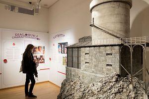 """Zu endecken gibt es u.a. das Modell des Observatoriums aus """"The Grand Budapest Hotel"""" des in Berlin angesiedelten Ateliers des französischen Künstlers Simon Weisse, eine Leihgabe des """"Musée Miniature et Cinéma"""" in Lyon."""