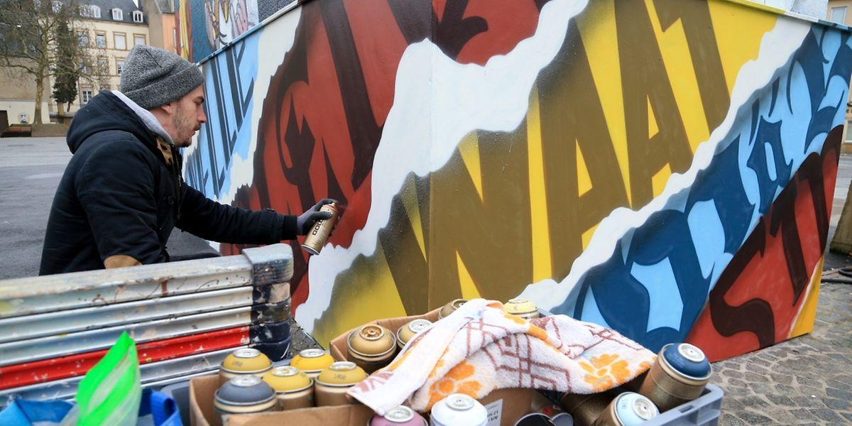 Künstler Alain Welter hat das jüngste Werk am Knuedler realisiert.