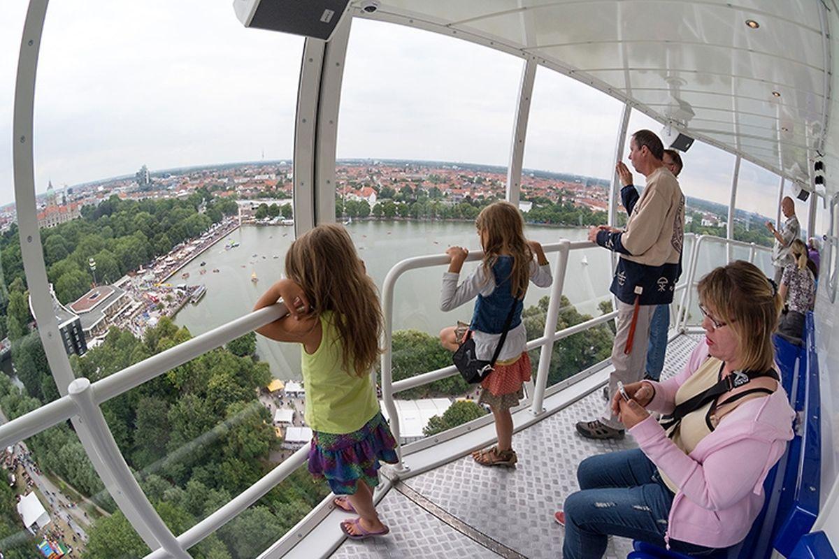 Der Anbieter verspricht eine phänomenale Sicht über die Stadt.