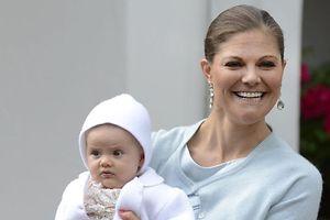 Prinzessin Estelle wird am Samstag 1 Jahr alt.