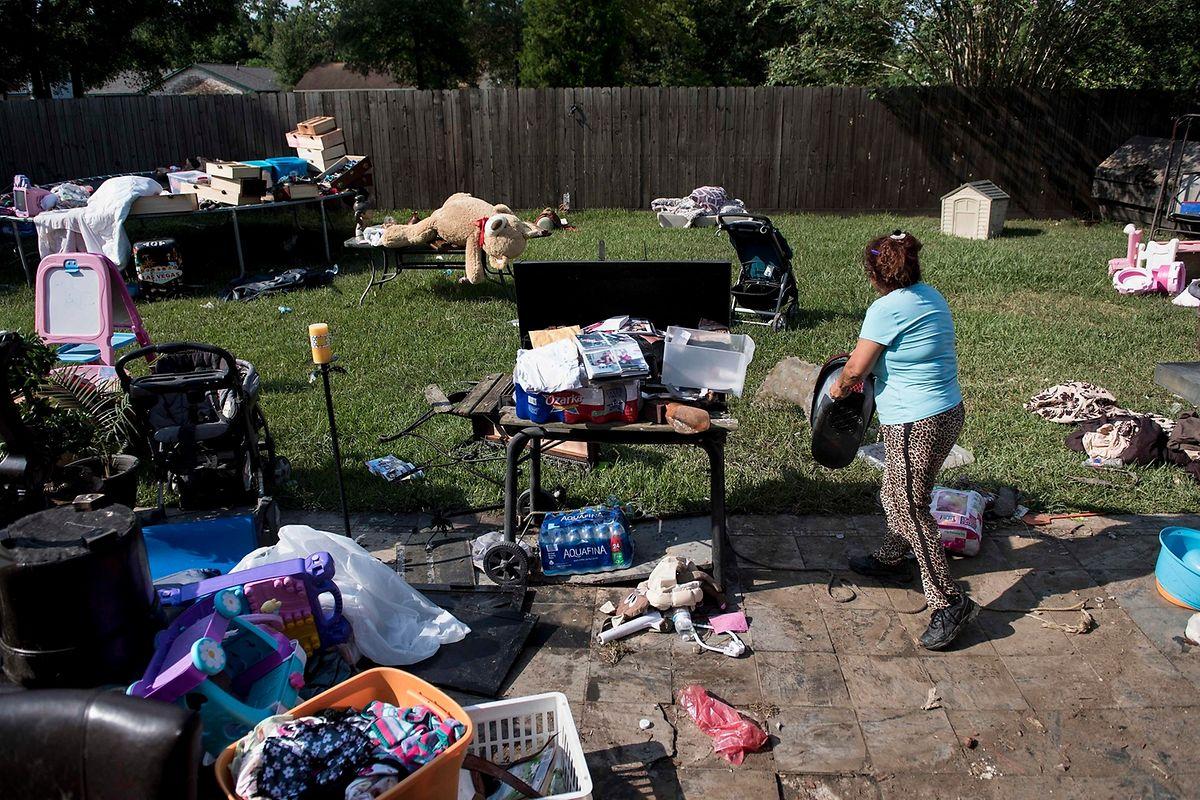 Zehntausende sind auf private Spenden und die Großzügigkeit der nationalen Katastrophenhilfe FEMA angewiesen.