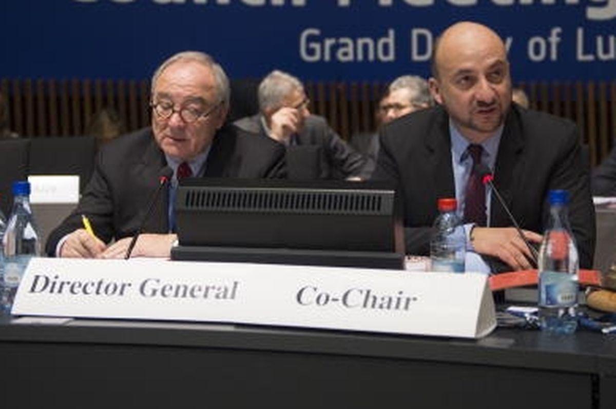 Jean-Jacques Dordain ao lado do ministro da Economia luxemburguês,  Etienne Schneider, num conselho ministerial da ESA, em 2014