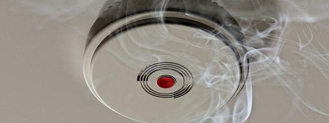 Rauchmelder können solch dramatische Vorfälle verhindern und gehören an und für sich in jedes Haus.