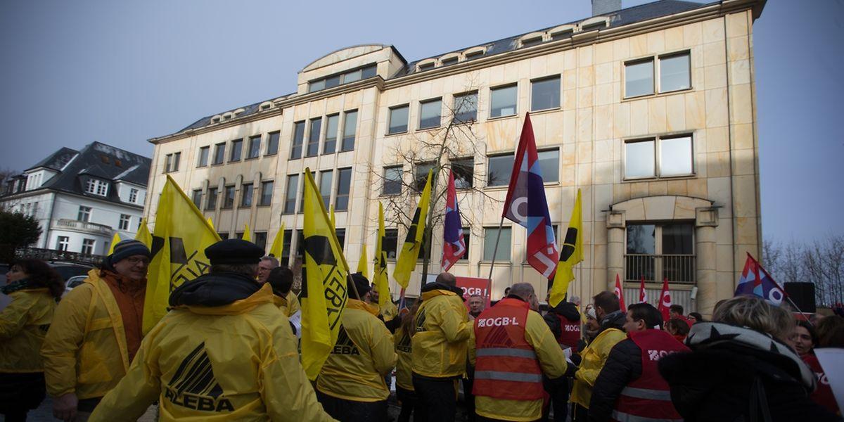 Piquet de protestation ce mardi chez Edmond de Rothschild.