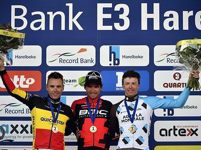 Greg van Avermaet (M.) gewann vor Philippe Gilbert (l.) und Oliver Naesen.
