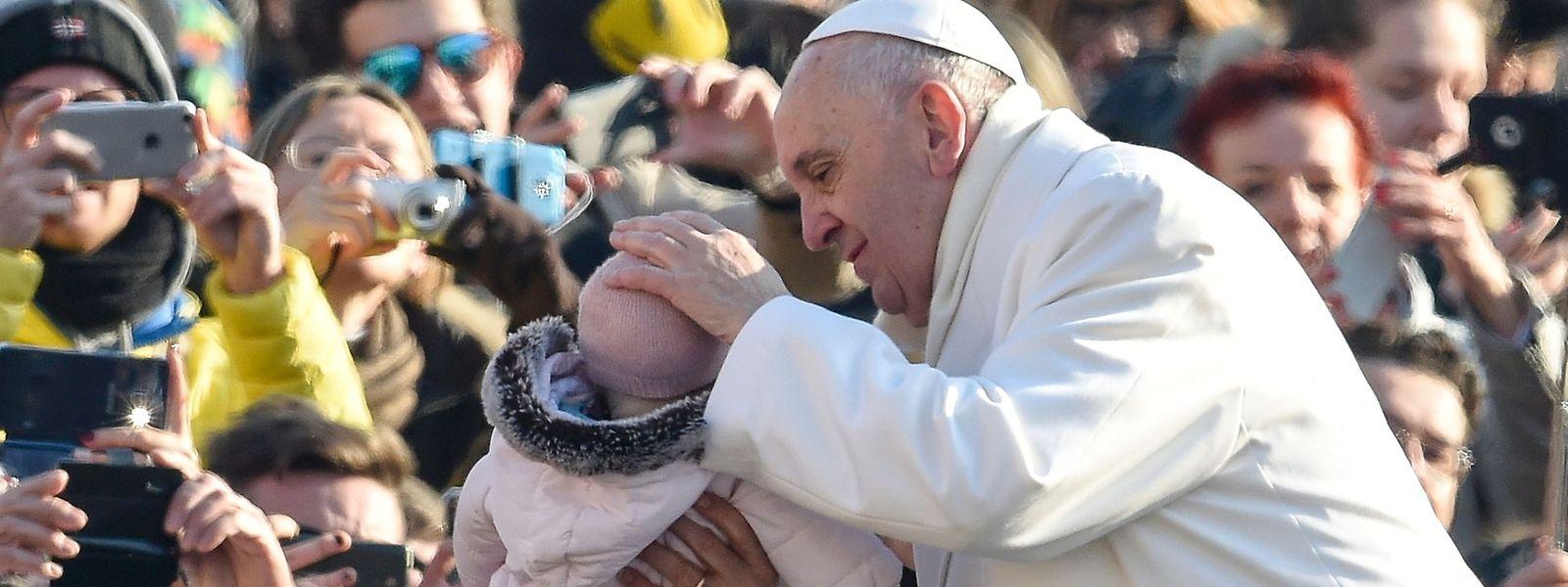 Papst Franziskus während der Generalaudienz am 30. Dezember auf dem Petersplatz in Rom.