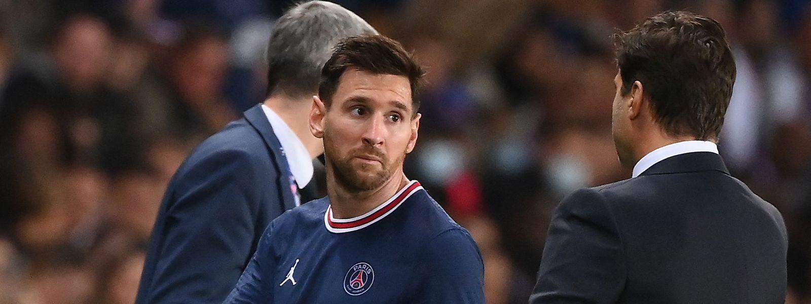 Lionel Messi war nach seiner Auswechslung gegen Lyon sauer auf Trainer Mauricio Pochettino (r.).