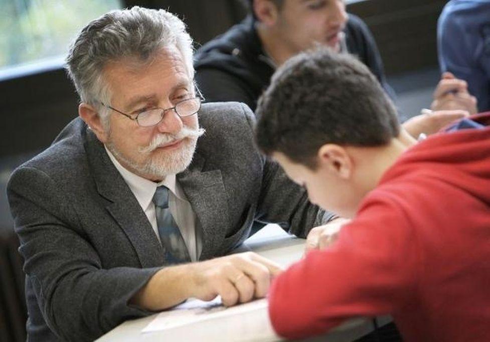 Principal Dieter Dembczyk works with refugee students at the Heinrich-von-Brentano School