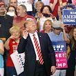 Donald Trump genießt das Bad in der Menge.