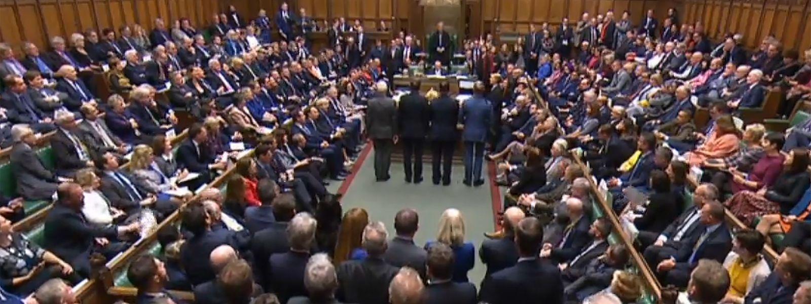Im britischen Unterhaus hat Boris Johnsons Brexit Deal die erste Hürde genommen. Insgesamt stimmten 329 Abgeordnete für das Brexit-Gesetz.