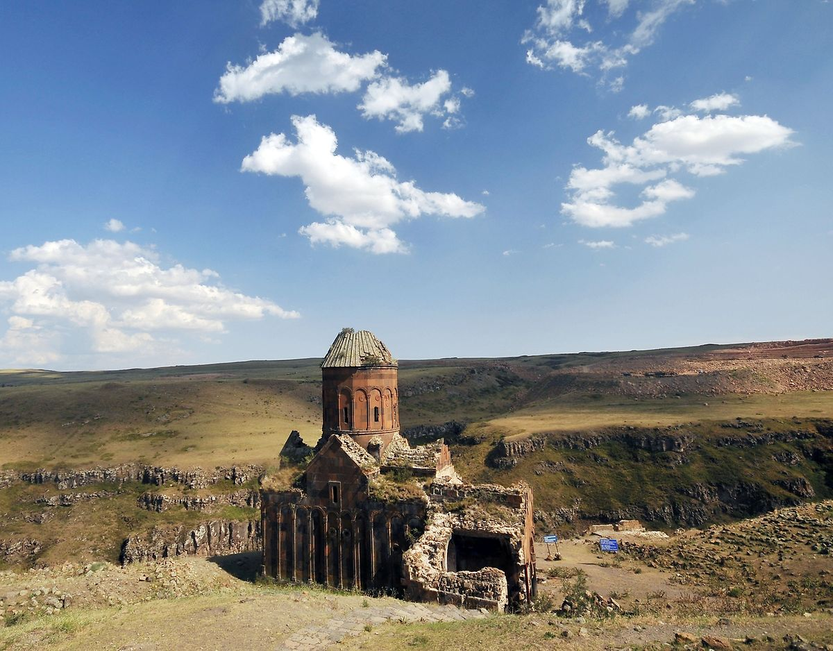 Kirchenruine an der türkisch-armenischen Grenze in Ani, Hauptstadt des Königreichs Kars im Mittelalter.