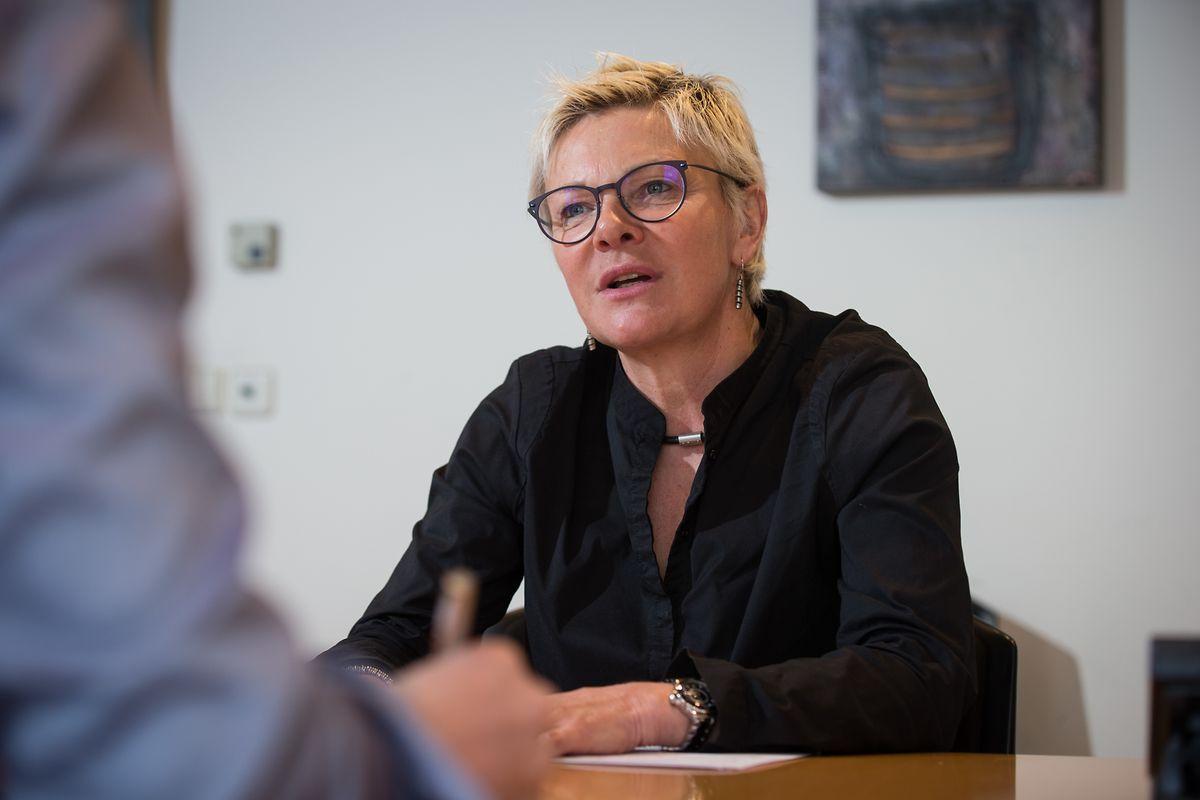 Martine Hansen: «Si on laissait la possibilité aux élèves de choisir les deux langues dans lesquelles ils souhaitent avoir un niveau élevé, on pourrait peut-être éviter quelques échecs scolaires».