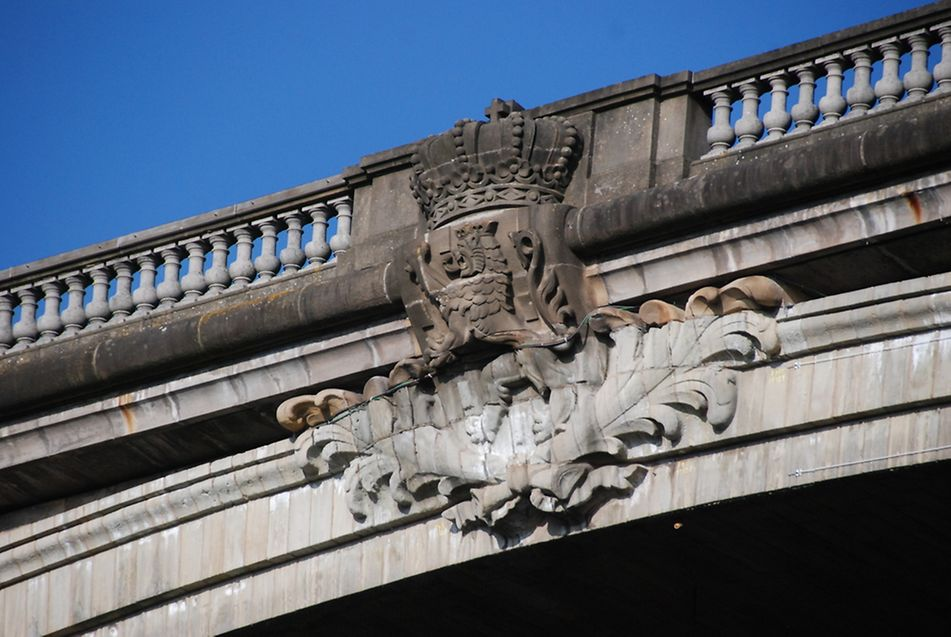 """Die """"Original-Wappen"""" werden erneuert. Dafür wurden sie zunächst per Laser eingescannt. Steinmetze werden anschließend zwei neue Löwen anfertigen."""
